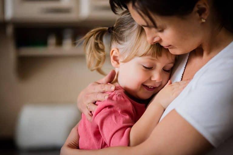 Despre cel mai greu job din lume, meseria de mama