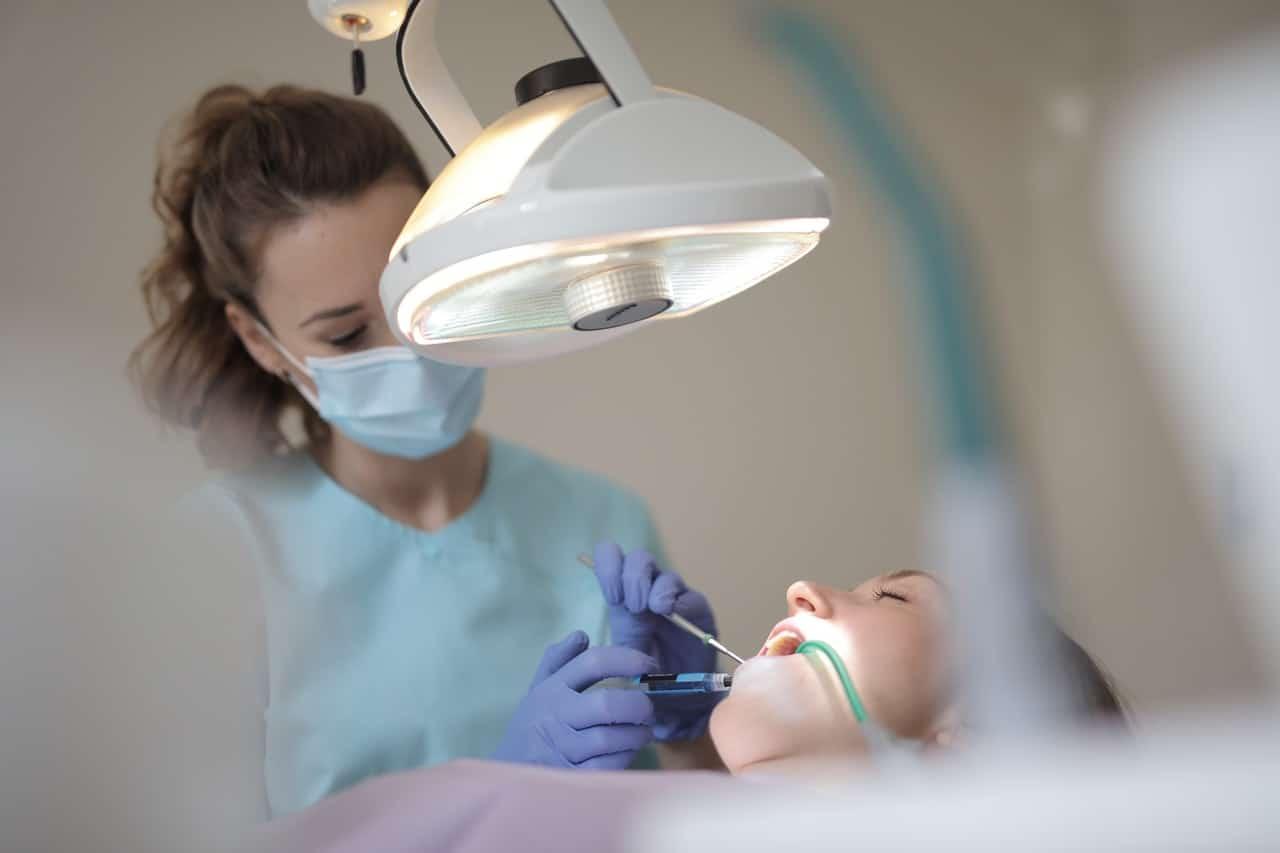 7 motive pentru care ai nevoie de aparat dentar