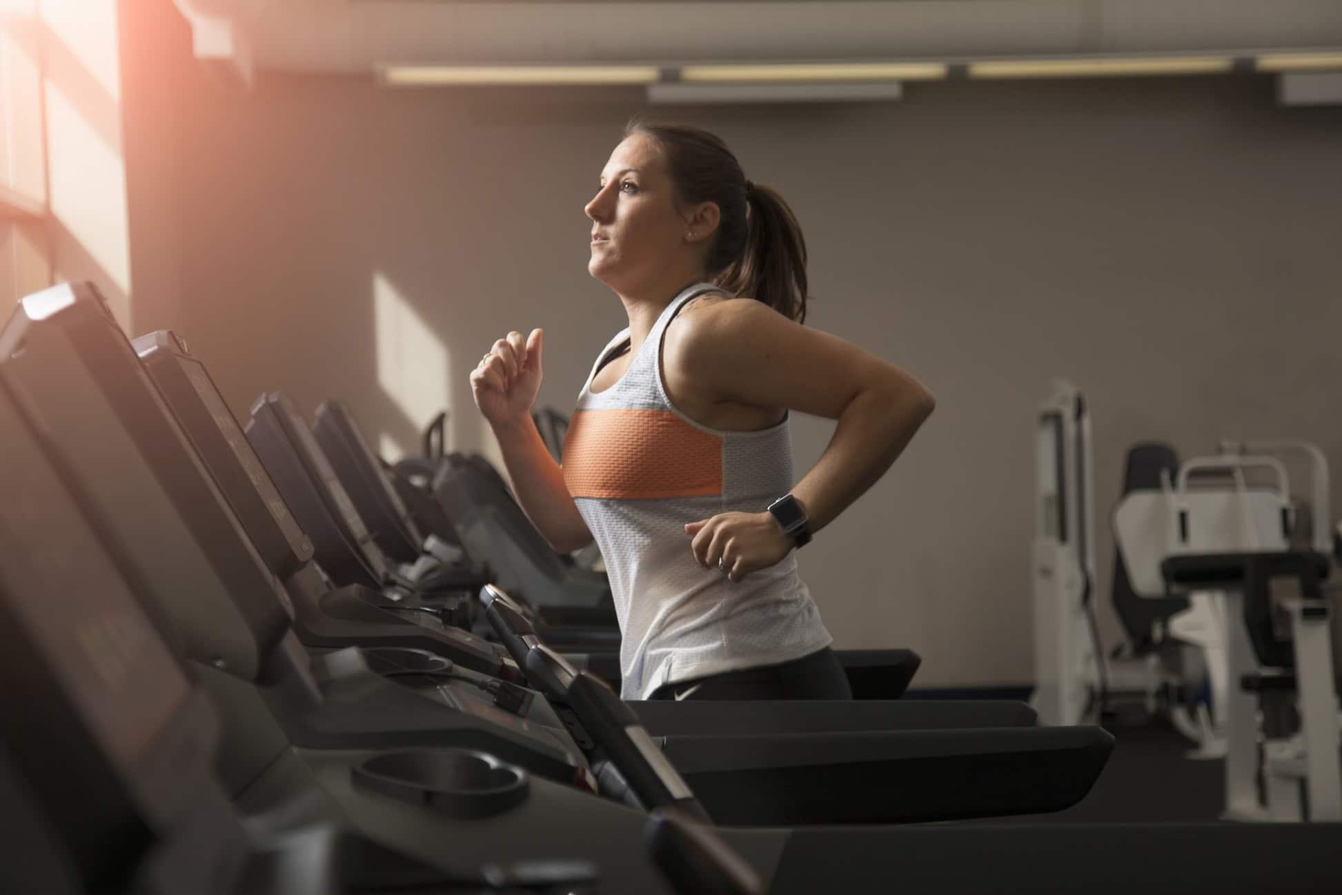 La ce programe de fitness sa apelezi pe banda de alergat pentru a slabi sanatos